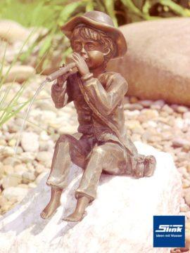 Bronzefigur Toni wasserspeiend
