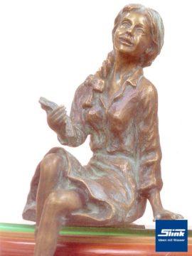 Bronzefigur Emily II