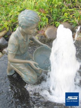 Bronzefigur Simon wasserspeiend