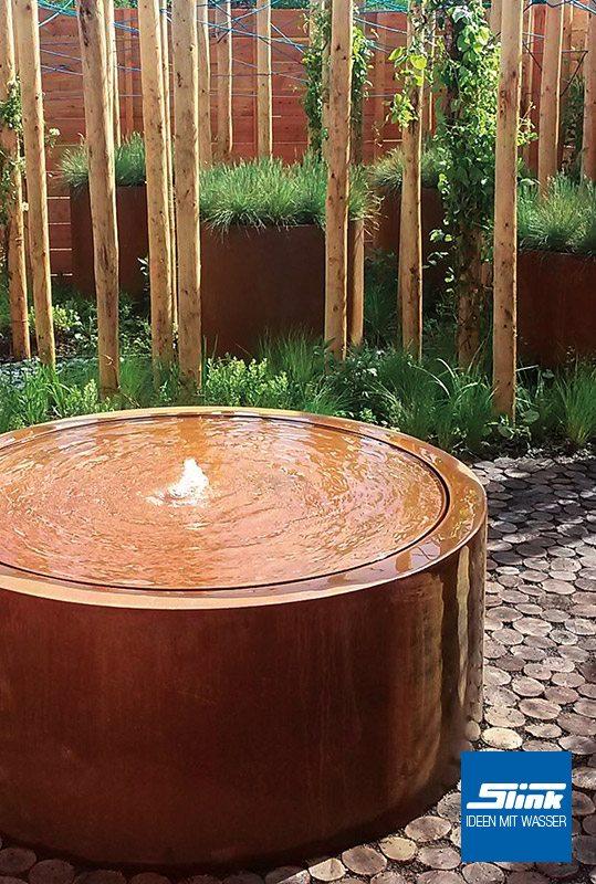 ideen mit wasser gartenbrunnen wasserbecken gartenambiente. Black Bedroom Furniture Sets. Home Design Ideas