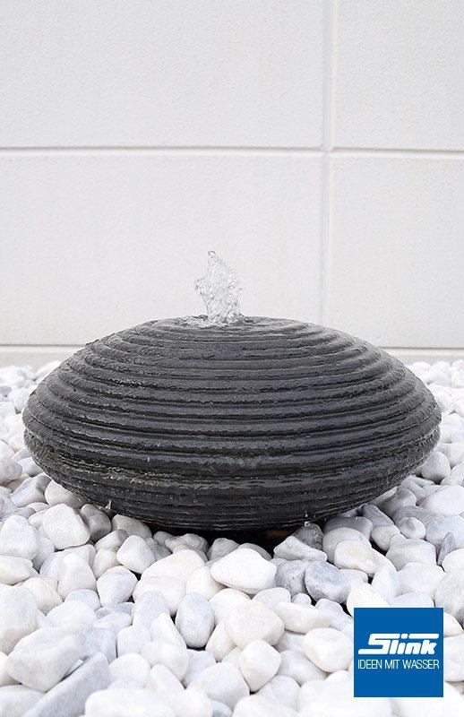 Gartenbrunnen mit Riffeloberfläche geriffelt anthrazit grau Springbrunnen Kugelbrunnen