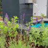 Designer-Wasserfall für den Garten mit GFK-Wasserbecken auf Terrasse