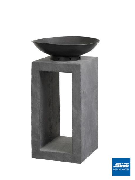 Designer-Feuerschale für den Garten - eine Schale auf einer Säule für ein Gartenfeuer.