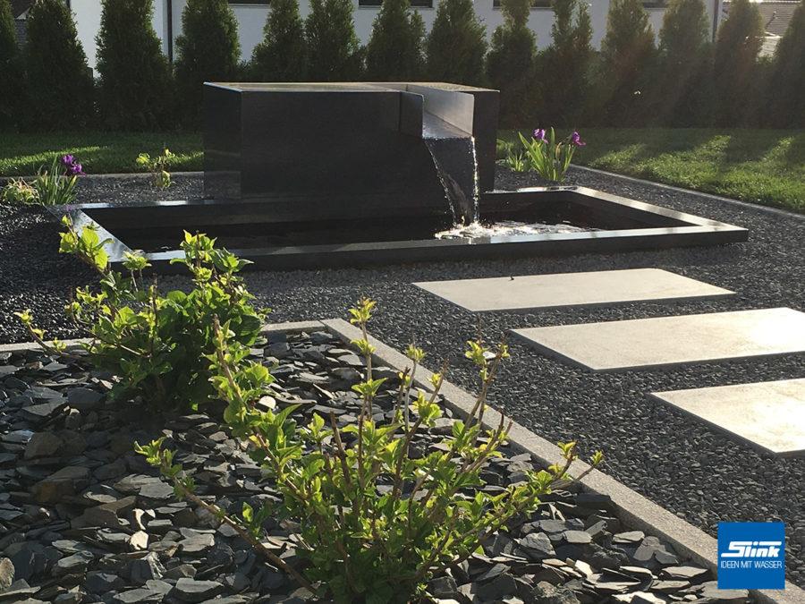 Wasserfall im Garten - modern und im schönen Design