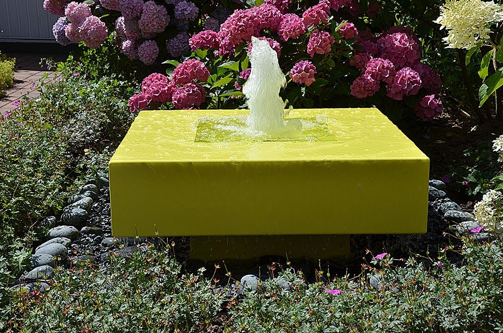 Designerbrunnen für den Garten Alumento Kubusbrunnen mit Wasserquell