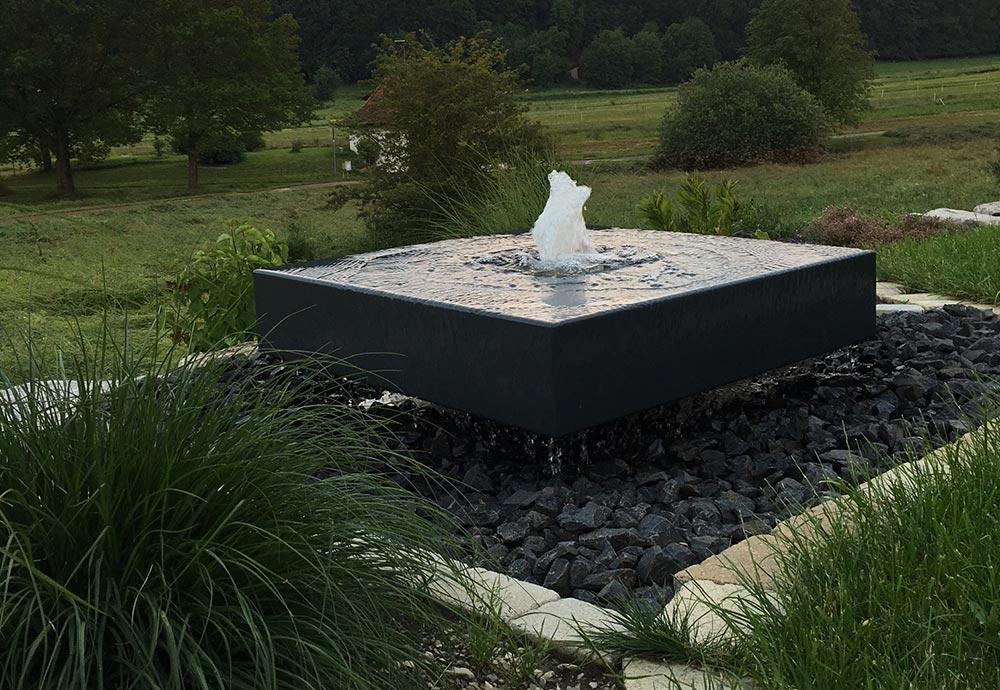 Architektenbrunnen im Garten Landschaftsgestaltung mit Wasser Gartenbrunnen Design