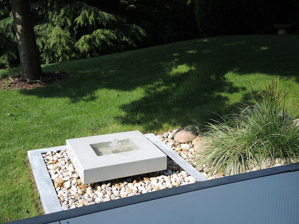 Designer-Gartenbrunnen Quellstein für den Garten grau