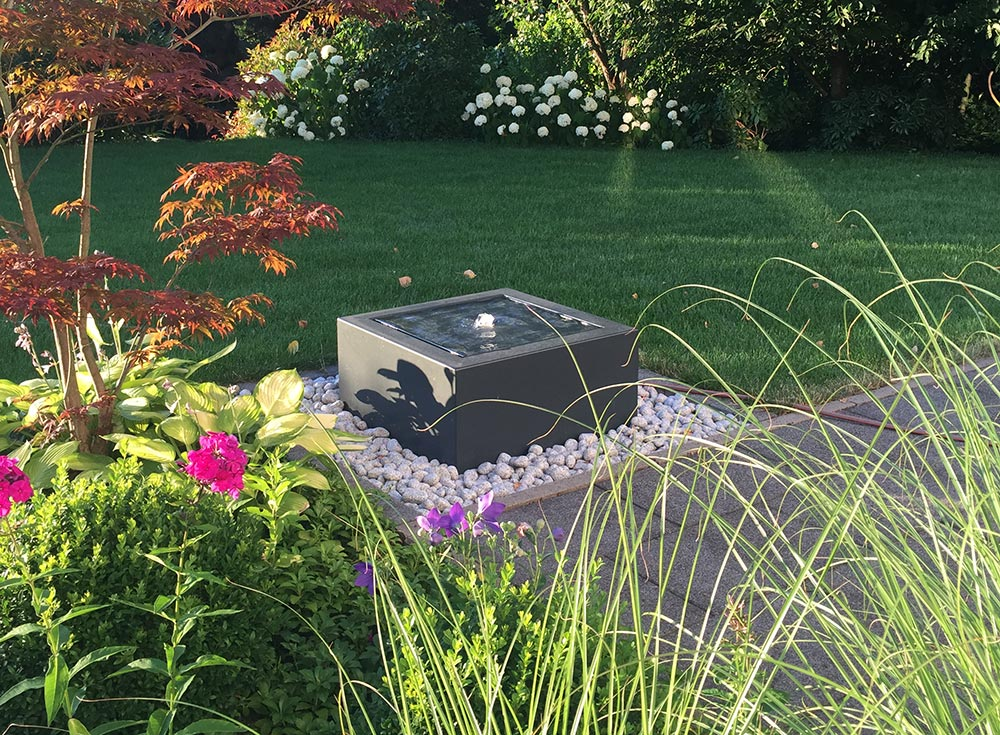 Minimalistischer Gartenbrunnen in quadratischer Form Brunnen für Terrasse und Balkon
