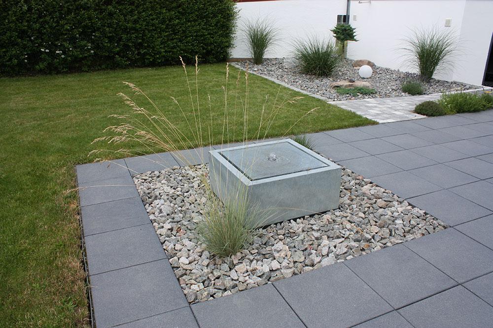 Wassertisch aus Zink in Kiesbeet auf Terrasse - Slink ...