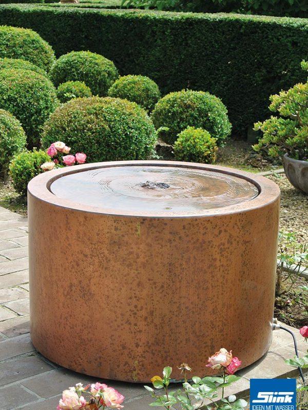 Terrassenbrunnen aus Kupfer, Wassertisch, Wasserspiel ruhig mit kleine Sprudelfontäne, Balko Idee mit Wasser, Kupferbrunnen, Gartenspringbrunnen modern
