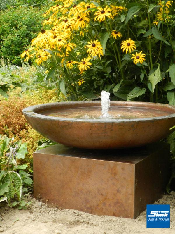Kupfer-Wasserschale, Zen-Brunnen, japanischer Garten mit Wasserspiel, edler Springbrunnen mit Fontäne in Schale