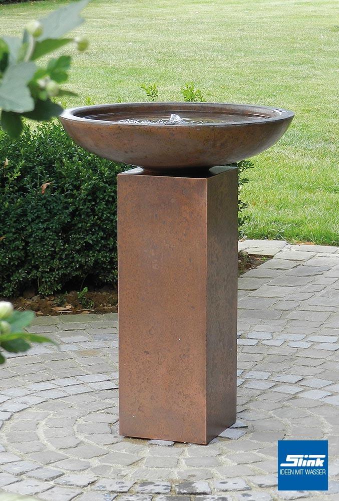 Säulenbrunnen aus Kupfer, Gartenideen, Ambiente für Terrasse und Balkon, Wasserschale auf der Terrasse, schöne Springbrunnen Ideen