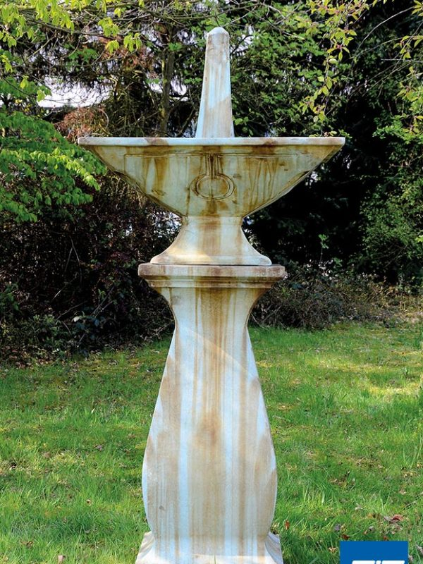 STandbrunnen Garten, Klassischer Springbrunnen Terrasse, hoher Gartenbrunnen, spitz, vintage, retro, antiker Brunnen Garten