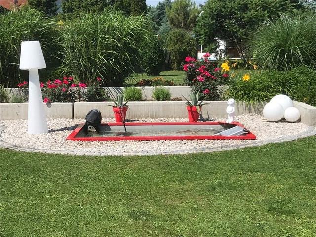 Architektonisches Teichbecken für den modernen Garten