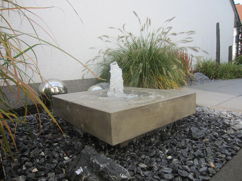 REF_Slink_Elemento_Betonbrunnen_Garten_moderner_Designerbrunnen_Springbrunnen_Beispiel_Terrasse_1