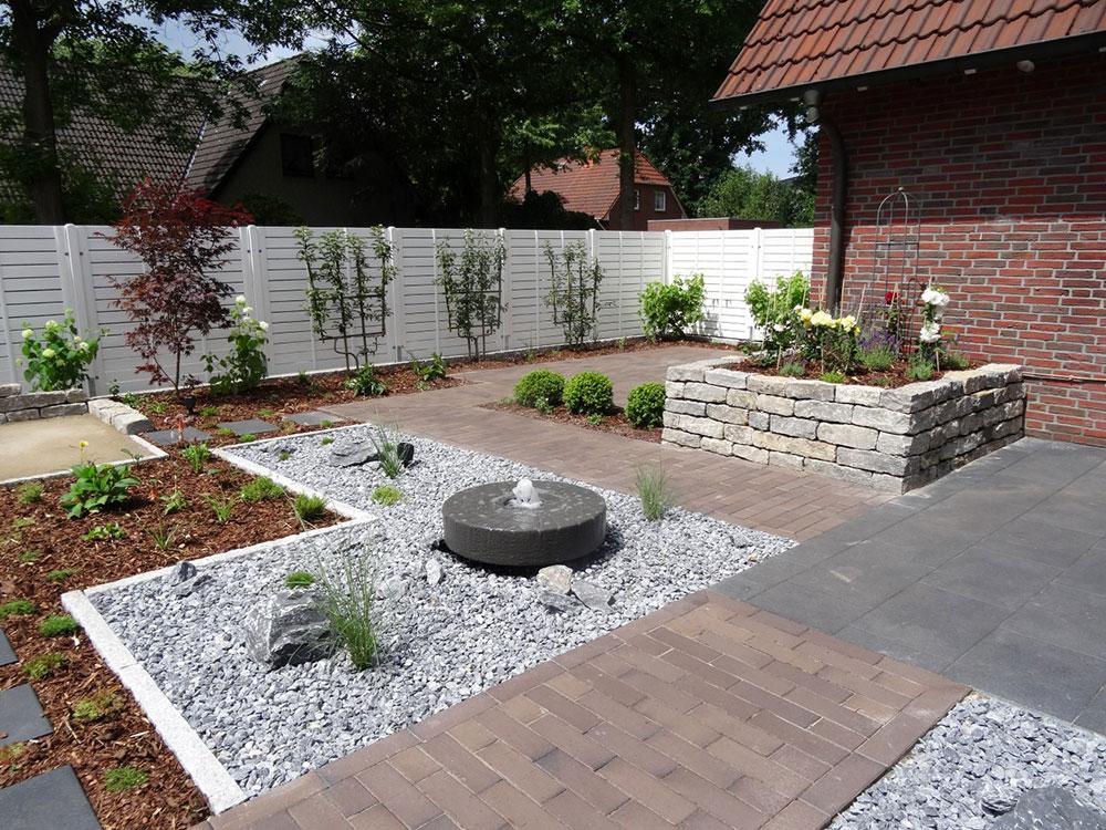 Ein klassischer Springbrunnen für den Garten in Form eines alten Mühlsteins