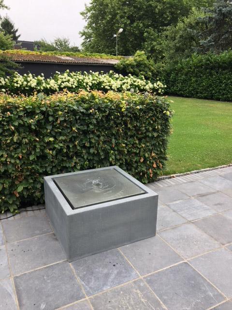 Terrassenbrunnen aus Zink als Wassertisch, der flexibel stellbar ist