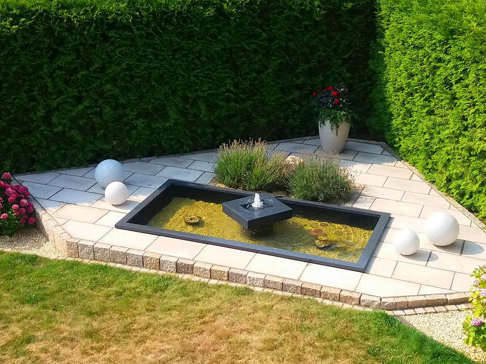 REF_3419_Alumento_Designer-Gartenbrunnen_mit_Wasserbecken_anthrazit_GFK_Aluminium_ASF_1