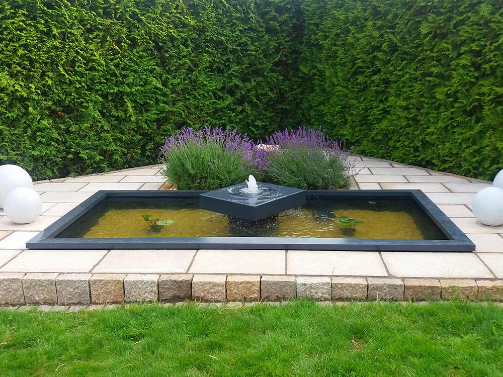 REF_3419_Alumento_Designer-Gartenbrunnen_mit_Wasserbecken_anthrazit_GFK_Aluminium_ASF_2