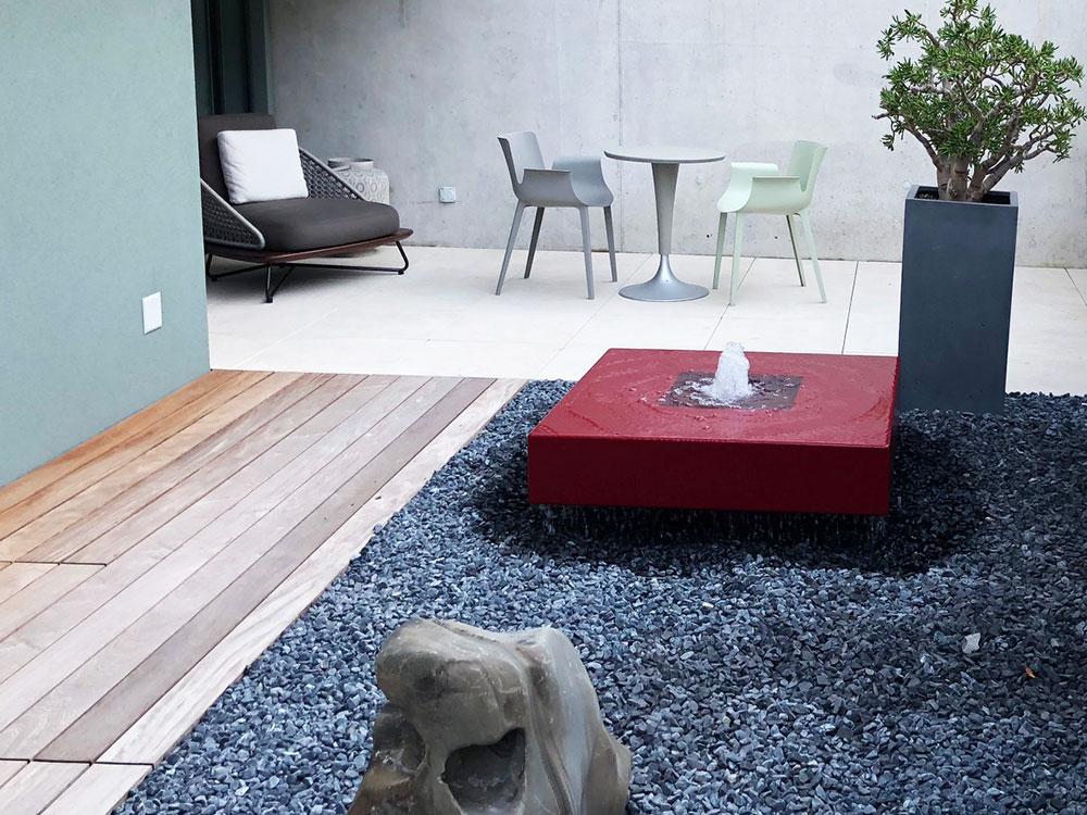 REF_Slink_Designer-Wasserspiel_Gartenbrunnen_Innenhof_Schweiz_Gartendesign_Kundenbuld_Ideen_Innenhofgestaltung_2