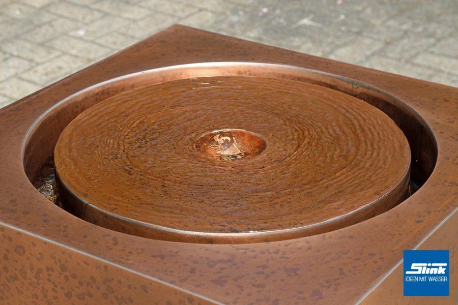 Kupferbrunnen. Quader-Brunnen, Moderner Springbrunnen, Terrassenbrunnen, ZImmerbrunnen
