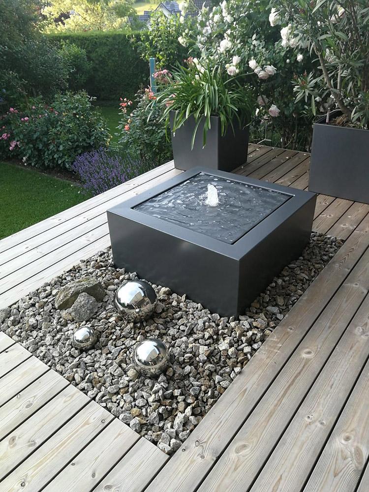 REF_3400_Slink_Kubis-Tisch-Alu_Wassertisch_Terrasse_Balkonbrunnen_Design_modern_RAL-Farbe_Wasserquell_Gartenbrunnen_1