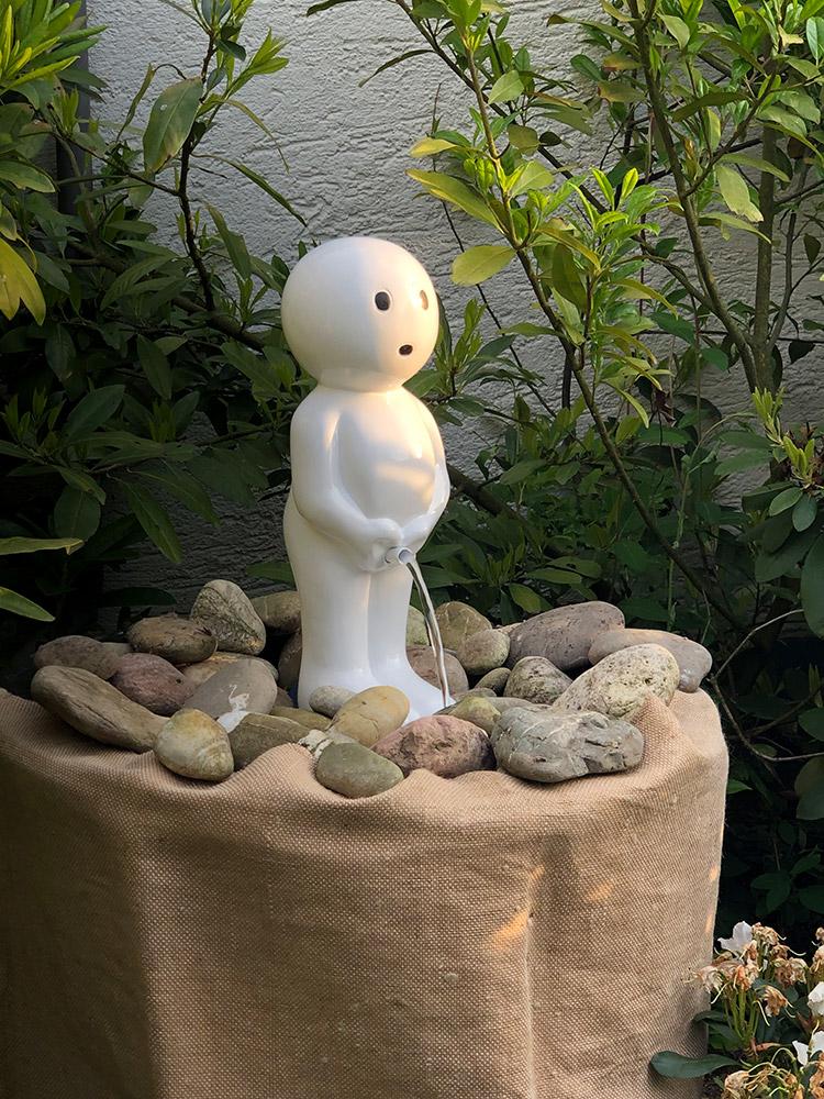 REF_4300_Slink_Manneken_Pis_Brunnenfigur_modern_Skulptur_Zierbrunnen_Garten_Springbrunnen_Bruessel_Belgien_modern_stylisch_3