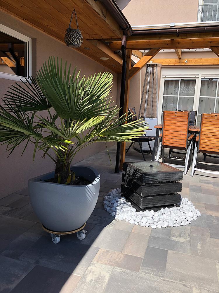 Gartenbrunnen in anthrazit mit tollem Wasserlauf - Ideen für die Terrasse und den Garten