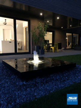 Sonderanfertigung und Ausstellungsobjekt Aluminium-Gartenbrunnen Alumento 150