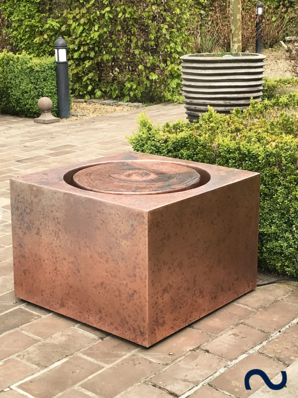 Slink Nantes Kupferbrunnen modern Wassertisch Terrasse Garten Balkon