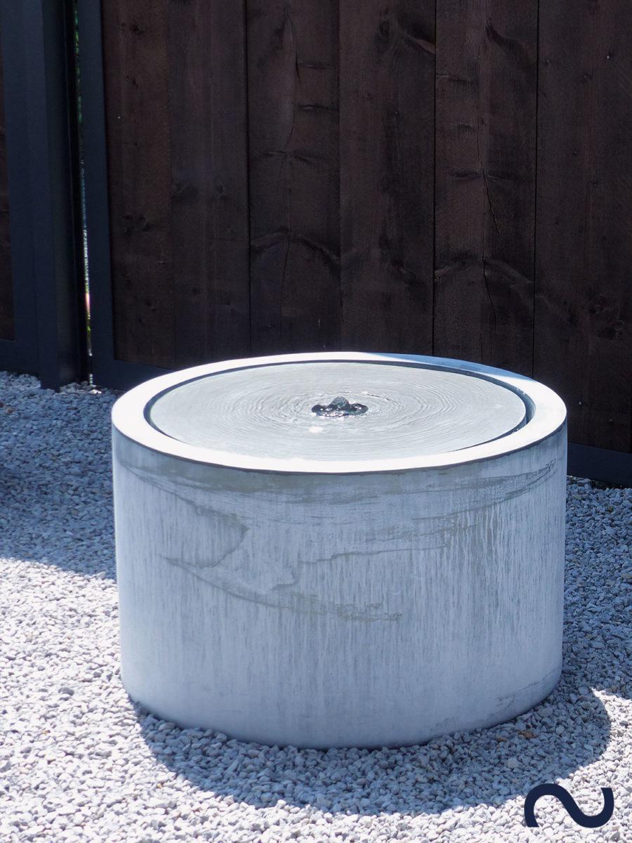 Slink Bayonne Rundtisch Zinkbrunnen Terrassenbrunnen Gartenbrunnen modern