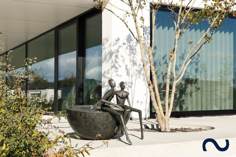 Slink Bronzebrunnen Elemental Force by Guy Buseyne limitiert Bronzeskulptur