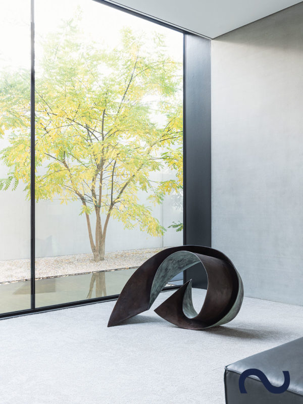 Slink Bronzeskulptur Gartenbronze Kunst Figur Design abstrakt Ocean-Wave-by-Vera-Borghgraef